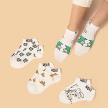 4 Paare Socken mit Buchstaben Grafik