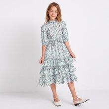 Mehrschichtiges Kleid mit Knopfen vorn, Selbstguertel und Bluemchen Muster