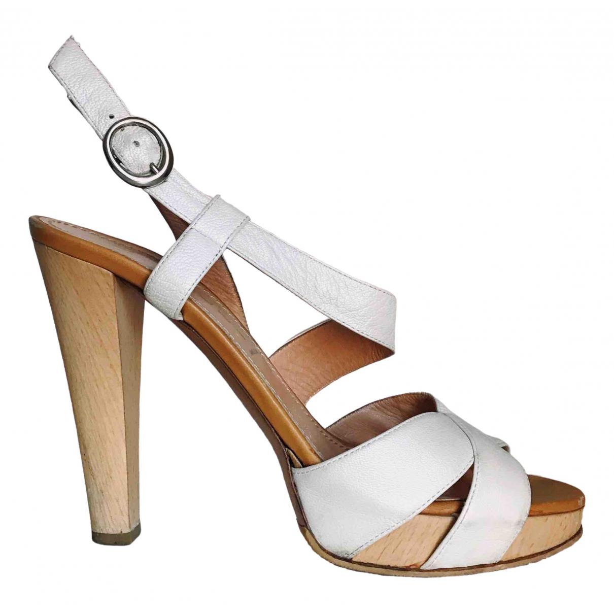 Casadei - Sandales   pour femme en cuir - beige