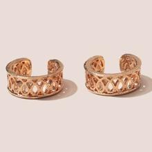 2 Stuecke metallische Ohrringe mit Lochern