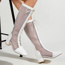 Stiefel mit Ausschnitt, Band vorn und klobiger Sohle