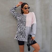 Pullover mit sehr tief angesetzter Schulterpartie, Farbblock und Zebra Streifen