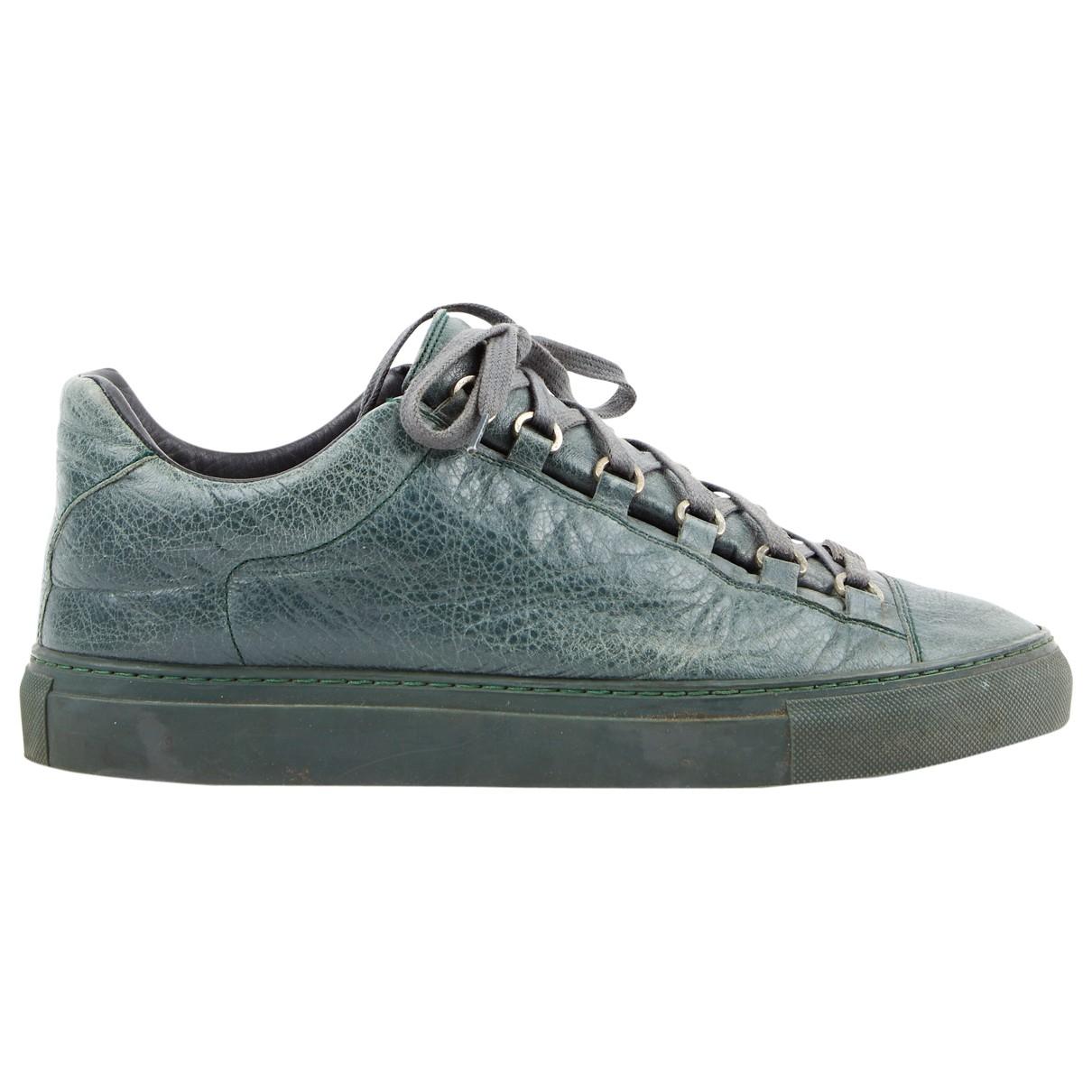 Balenciaga Arena Sneakers in  Gruen Leder