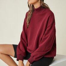 Sweatshirt mit sehr tief angesetzter Schulterpartie und hohem Kragen