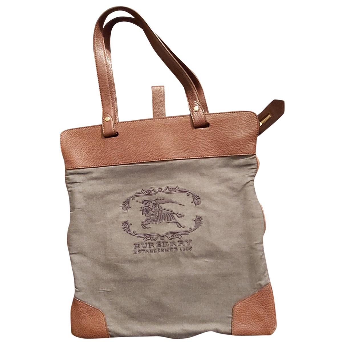 Burberry \N Handtasche in  Grau Leinen