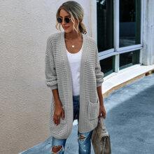 Pullover Mantel mit zwei Taschen und sehr tief angesetzter Schulterpartie