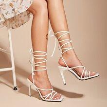 Sandalen mit Riemen und Knochelband