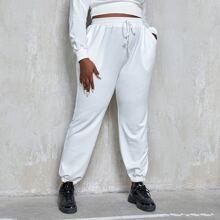 Jogginghose mit schraegen Taschen und Kordelzug um die Taille