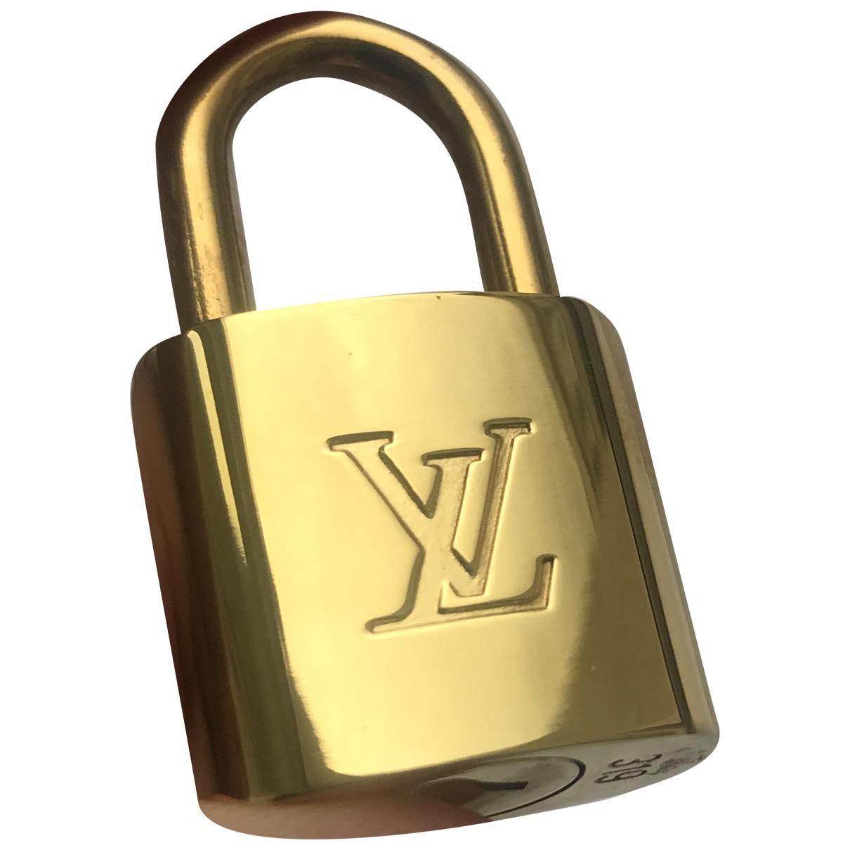 Louis Vuitton \N Reisen in  Gold Metall