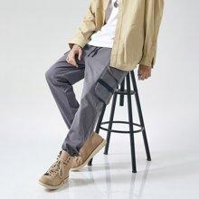 Cargo Hose mit Buchstaben Muster, Taschen Klappen und Kordelzug