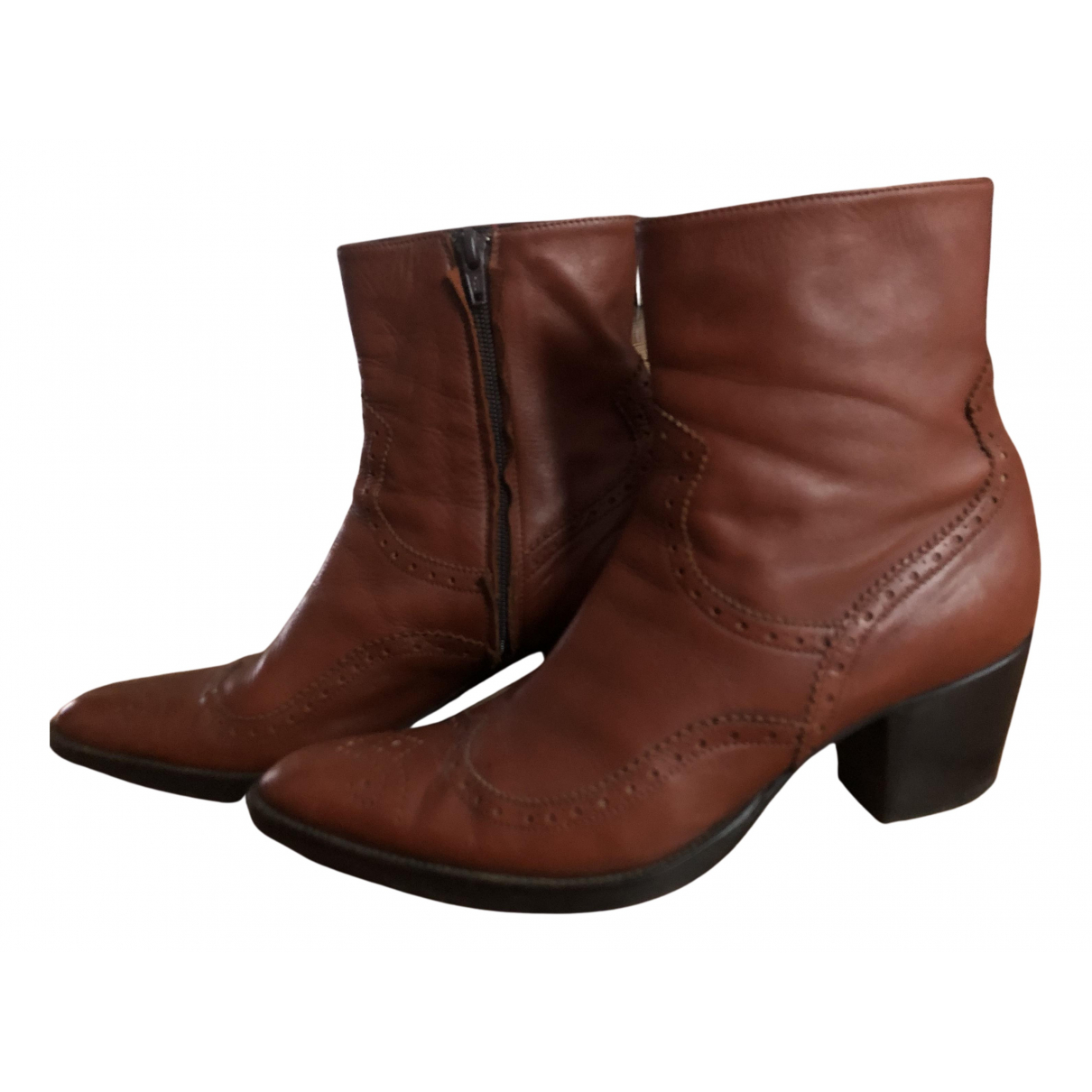 Non Signe / Unsigned \N Stiefel in Leder