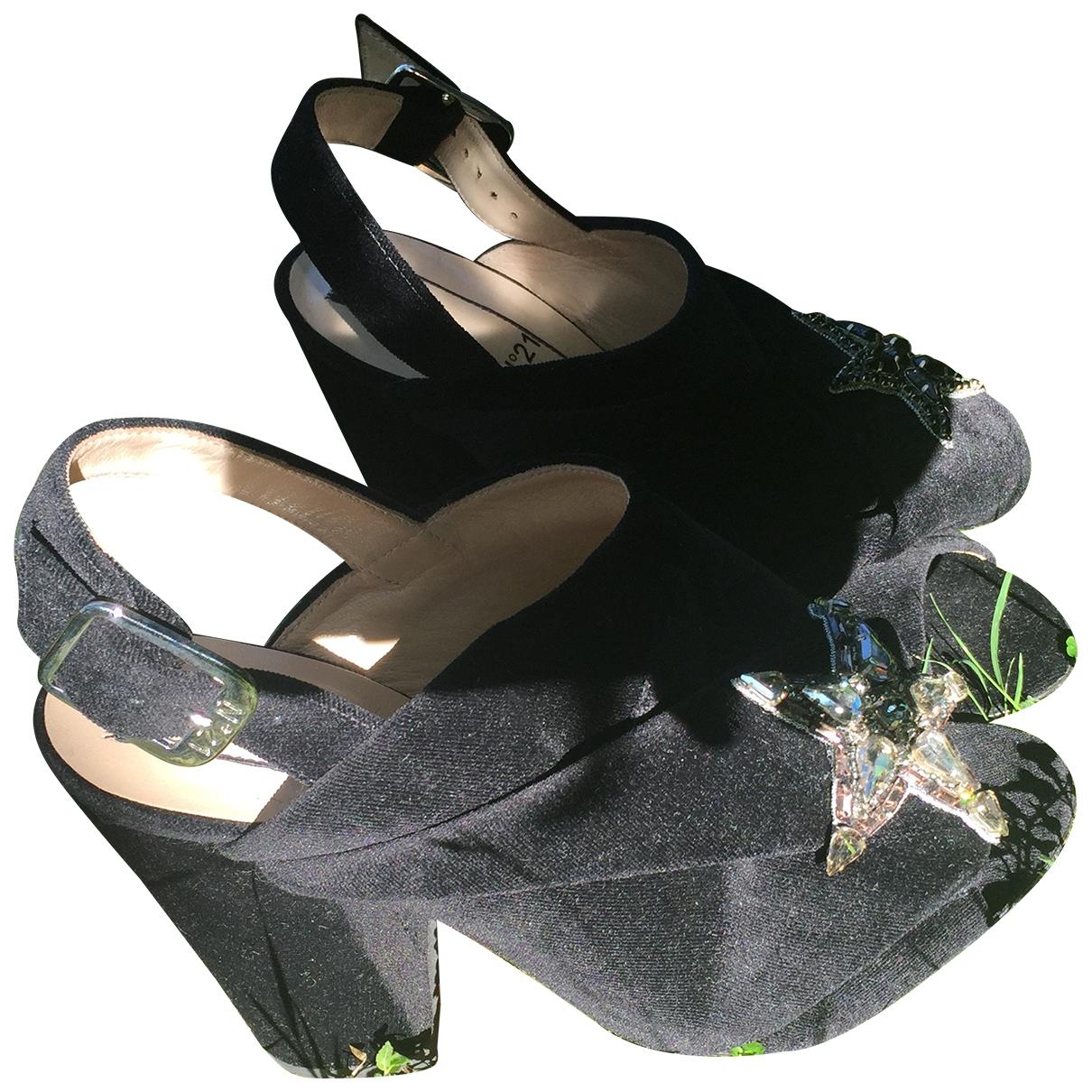 N°21 - Sandales   pour femme en velours - noir