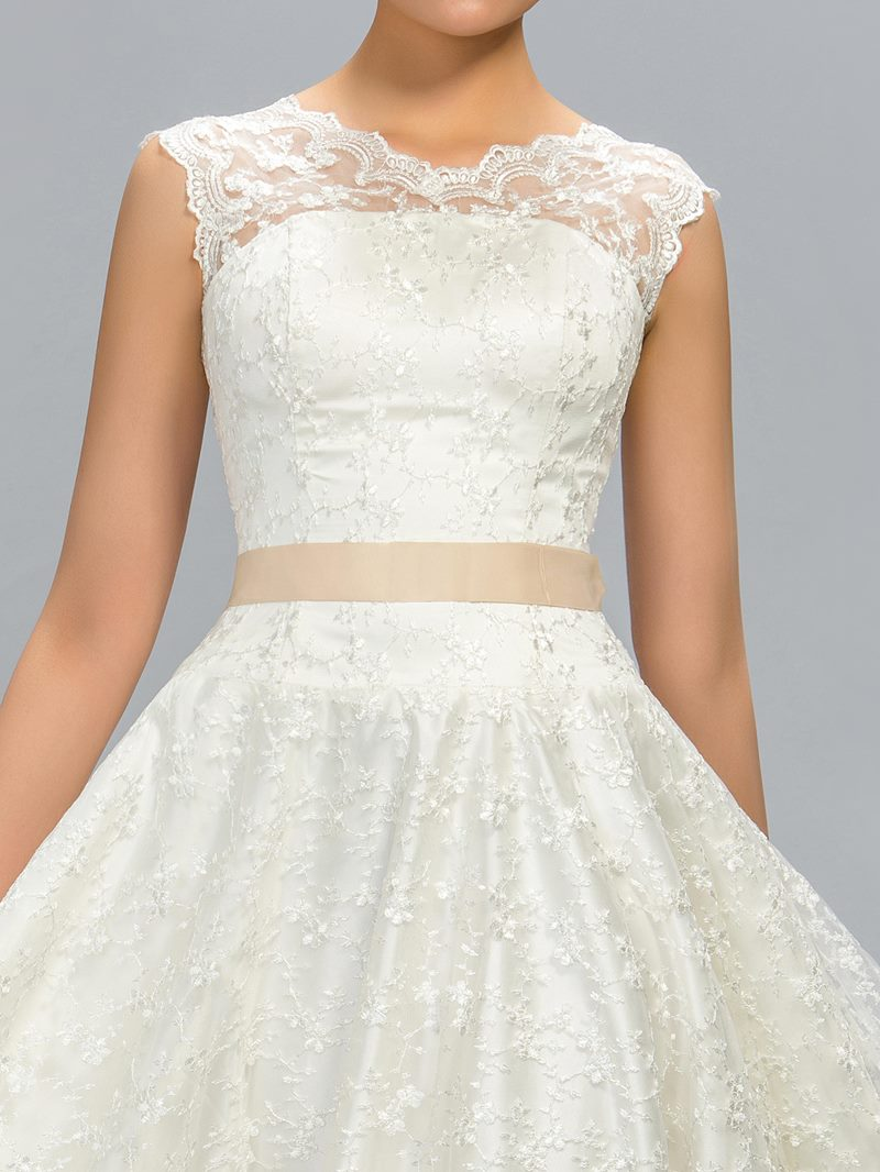 Fantastic A-Line Lace Jewel Neck Tea-Length Junior Prom Dress