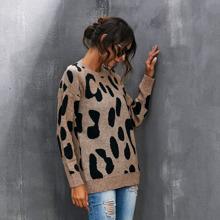 Pullover mit sehr tief angesetzter Schulterpartie und Grafik