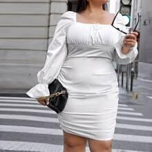 Kleid mit Schosschenaermeln und Ruesche