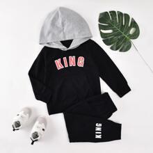 Conjunto capucha con estampado de letra con pantalones deportivos