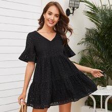 Kleid mit V Kragen und Schosschenaermeln