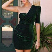 Kleid mit einem Ärmel, Puffaermeln und Glitzer