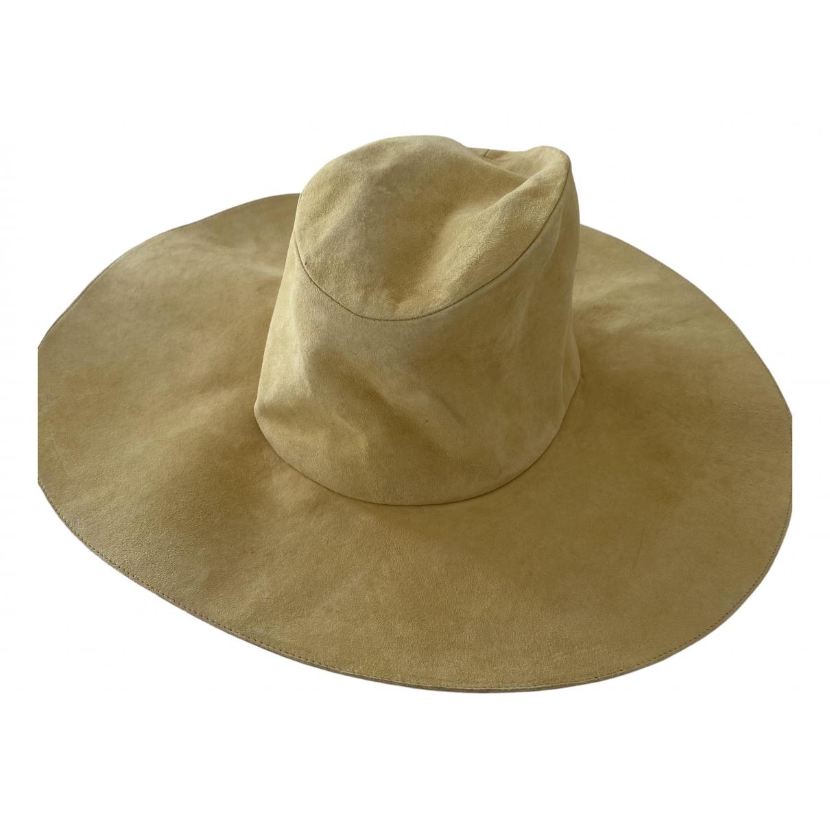 Sombreros en Ante Amarillo Hermes