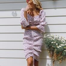 Kleid mit Herzen Kragen, Rueschenbesatz, Bluemchen Muster und Raffung