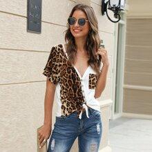 T-Shirt mit Leopard Muster, Taschen Detail und Knoten