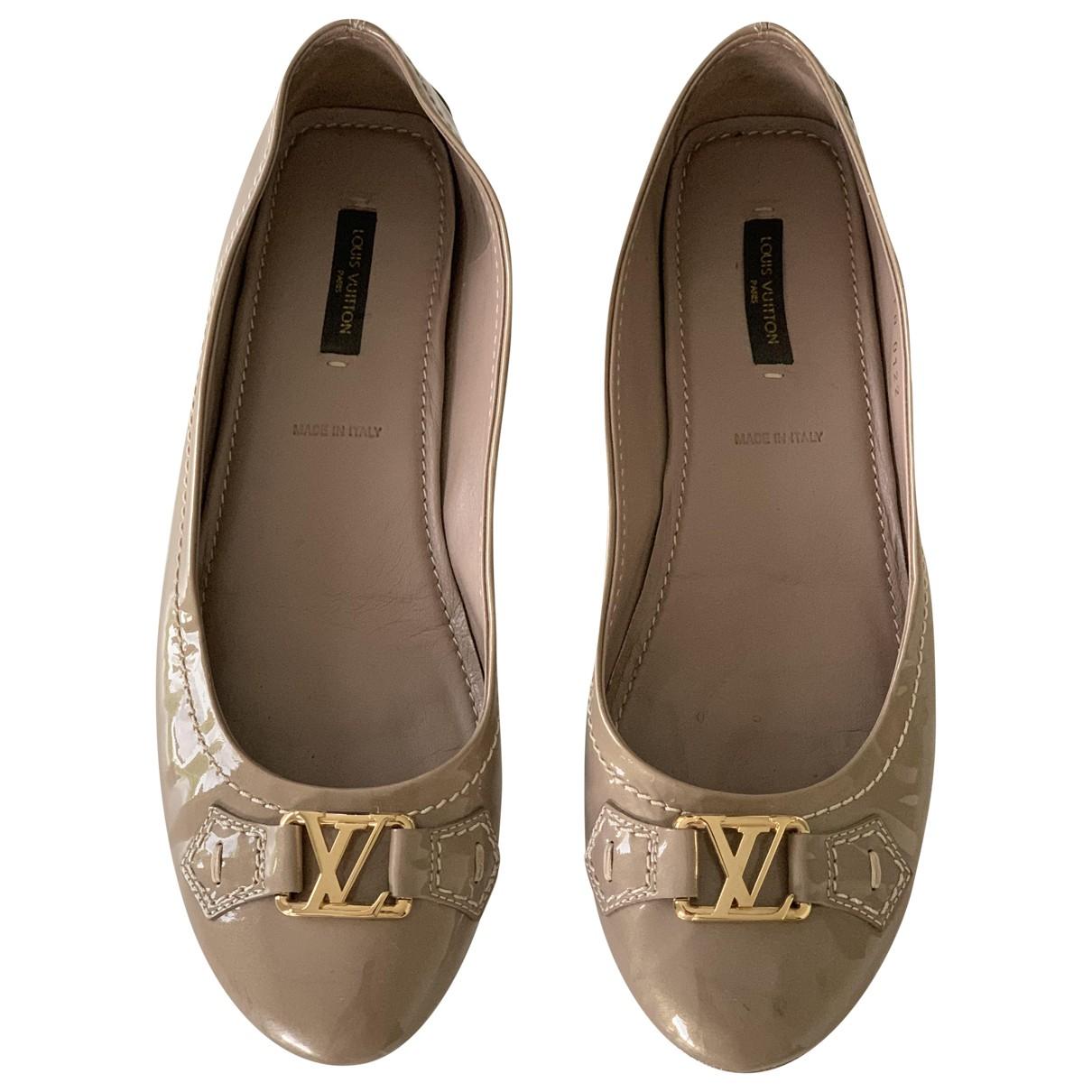 Louis Vuitton \N Beige Patent leather Ballet flats for Women 38.5 EU
