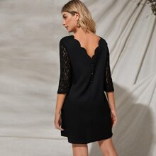 Kleid mit Knopfen hinten, Spitze an Ärmeln und Bogenkanten