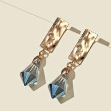 Ohrringe mit Metall Dekor und Kristall Design