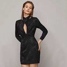 Jacquard Kleid mit Kreuzgurt, Wickel Design am Kragen, Ausschnitt vorn und tropischem Muster