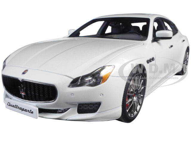 2015 Maserati Quattroporte GTS Alpi White 1/18 Diecast Model Car by AutoArt