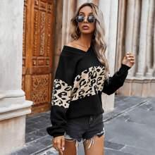 Pullover mit sehr tief angesetzter Schulterpartie und Kontrast Leopard Muster