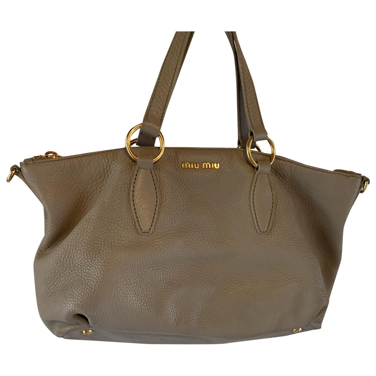 Miu Miu \N Handtasche in  Grau Leder