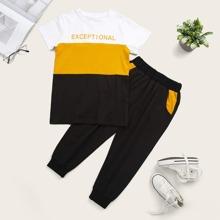 Kleinkind Jungen T-Shirt mit kontrastierendem Einsatz und Jogginghose