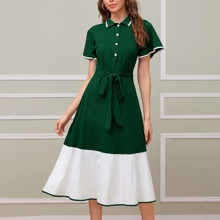 Kleid mit Knopfen vorn, Kontrast Rueschenbesatz und Guertel