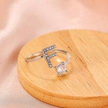 Anillo con diseño de letra con diamante de imitacion