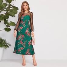 Kleid mit Blumen Muster und Netzstoff