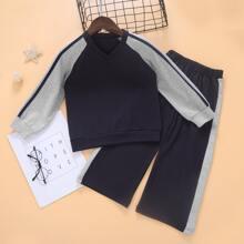 Sudadera de manga raglan de color combinado con pantalones deportivos