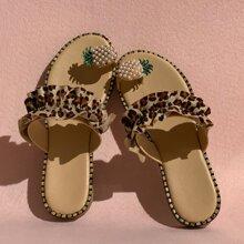 Sandalen mit Zehenpfosten und Raffungsaum