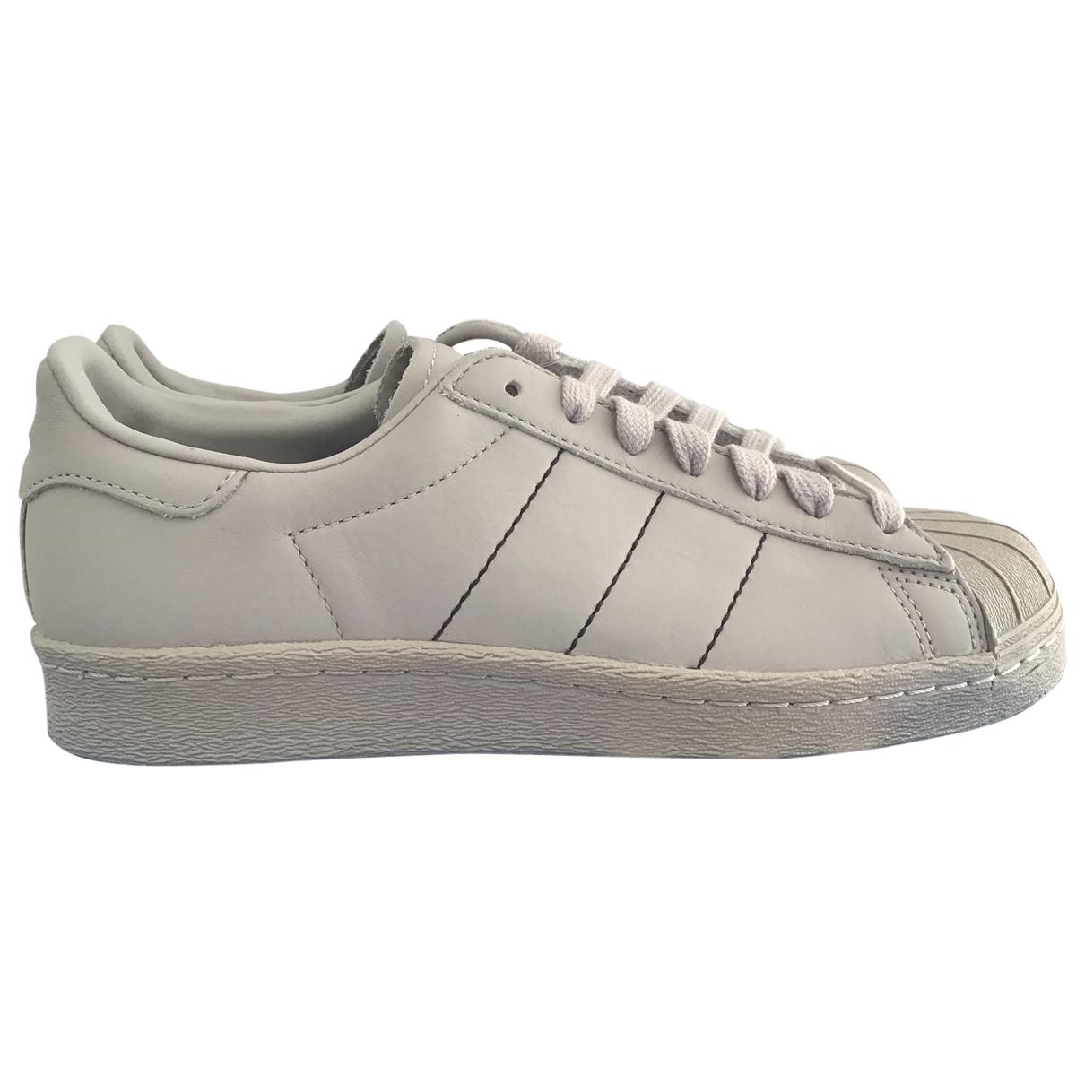 Adidas Superstar Sneakers in  Grau Leder