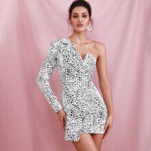 Kleid mit Leopard Muster, einer Schulter und Wickel Design