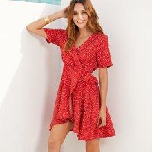 Kleid mit Punkt und Knoten