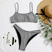 Bikini Badeanzug mit Streifen und hohem Ausschnitt