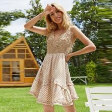 Cami Kleid mit Kontrast Guipure Spitze und Punkten Muster