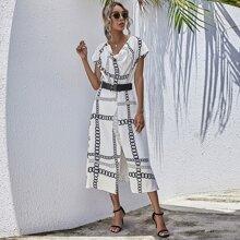 Kleid mit Kette Muster, Schlitz und Guertel