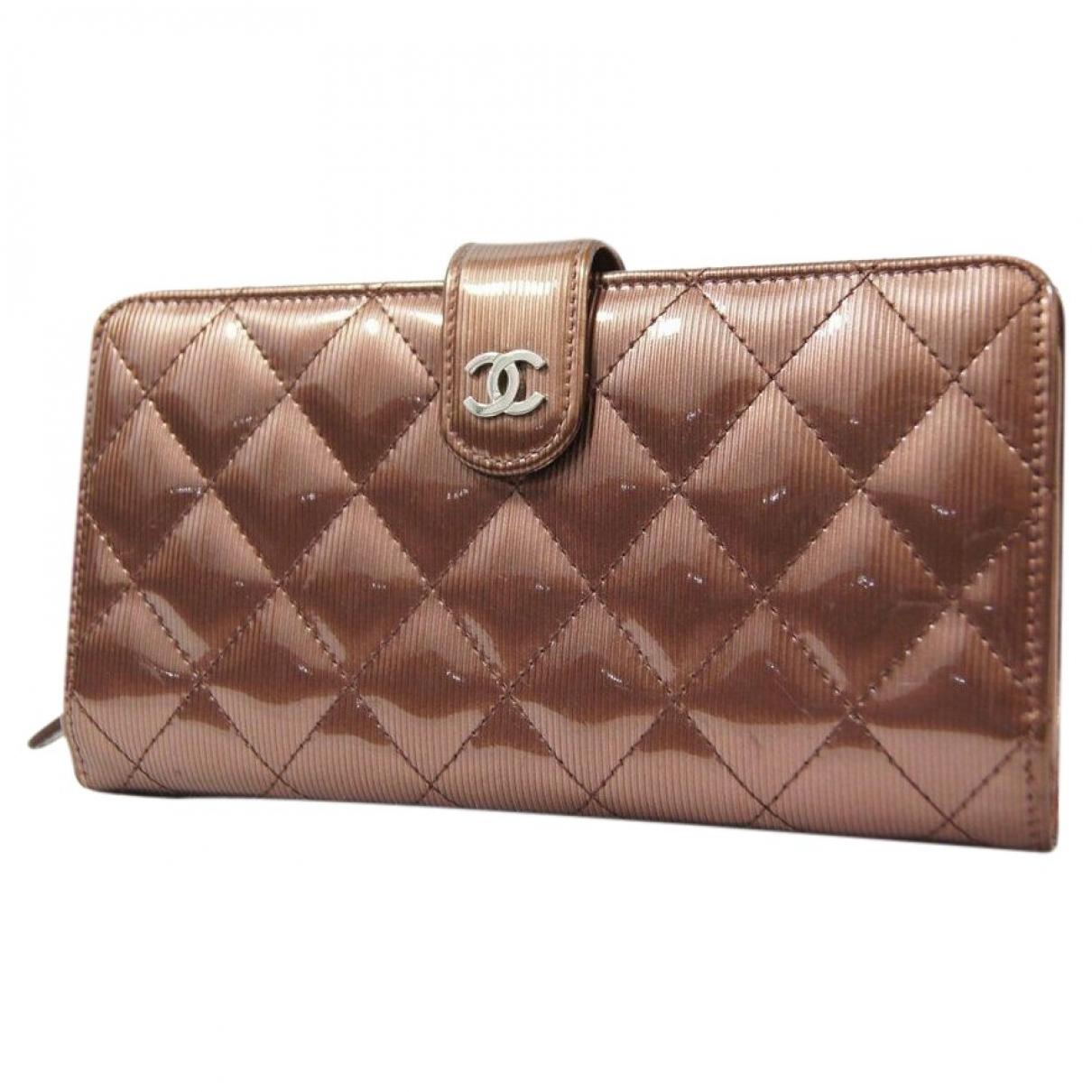 Chanel \N Portemonnaie in  Braun Lackleder