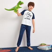 Boys Slogan Graphic Raglan Sleeve Top & Plaid Pants PJ Set
