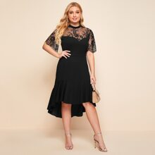 Kleid mit Kontrast Spitzen, asymmetrischem Saum und Ausschnitt hinten