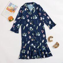 Nachtkleid mit Grafik Muster und Rueschenbesatz