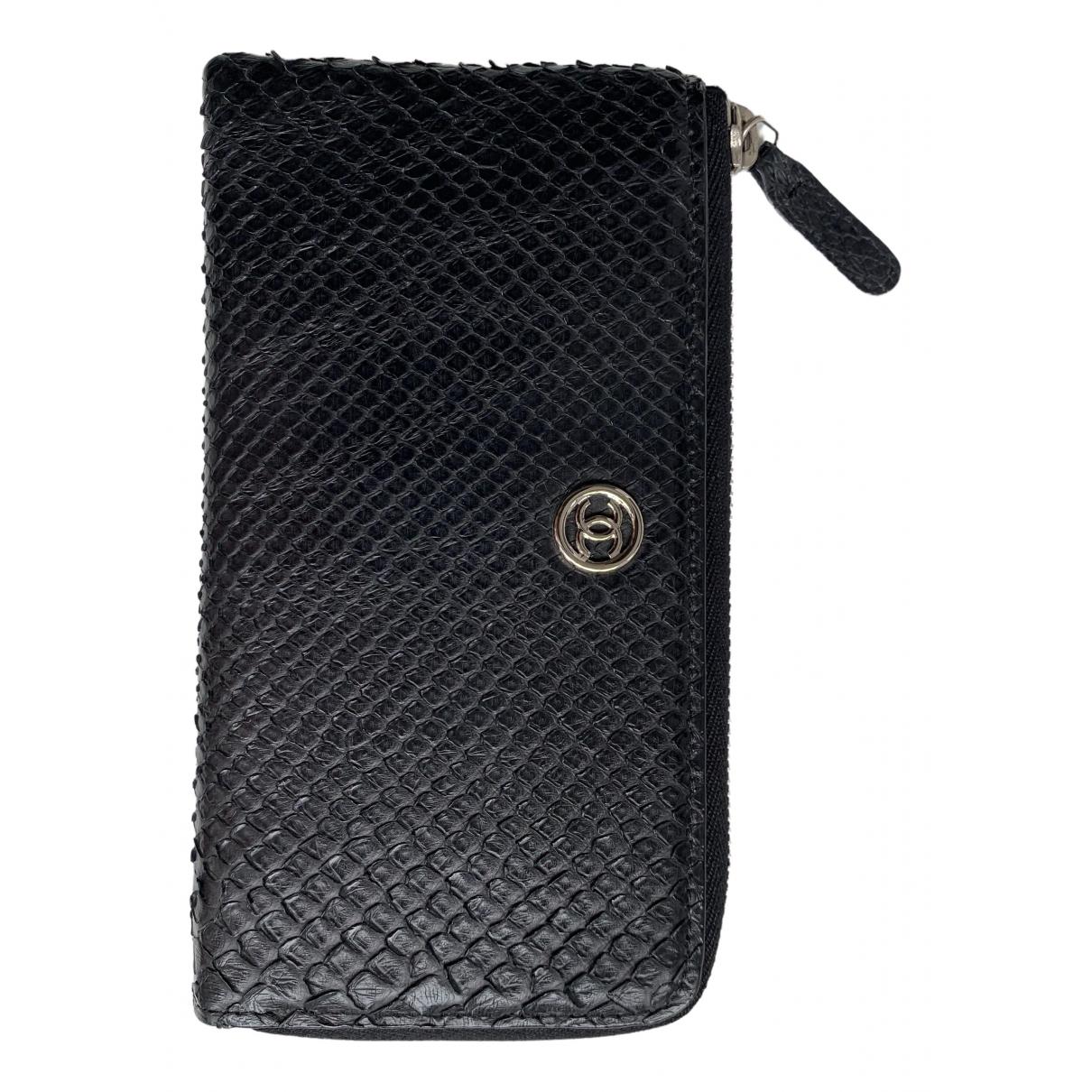 Chanel - Portefeuille   pour femme en python - noir