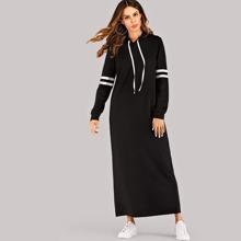 Kleid mit Streifen auf den Seiten